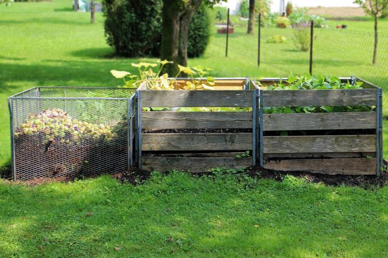 kompostownik w ogrodzie Jaki powinien być kompostownik?