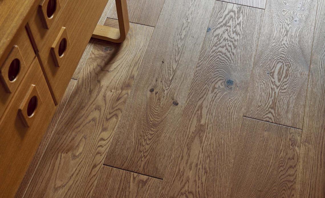 dbanie o drewnianą podłogę