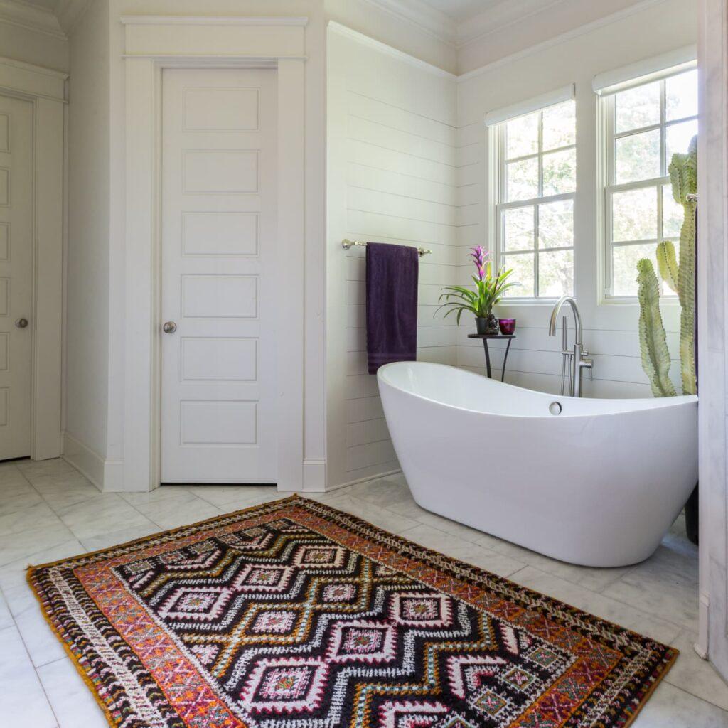 stylowy dywan w łazience